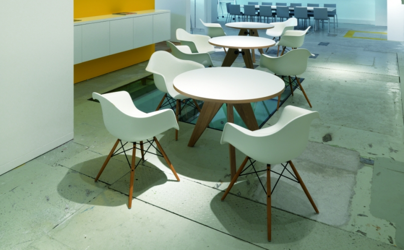 Stuhl   Vitra   Eames Plastic Armchair DAW
